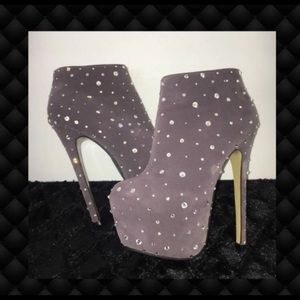 Shoes - Sparkly Rhinestone Gray Bootie Heeled Boots 6